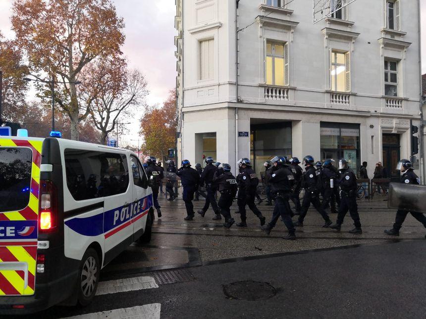 Le lycée Montebello bloqué, Parcoursup ne passe toujours pas — Lille