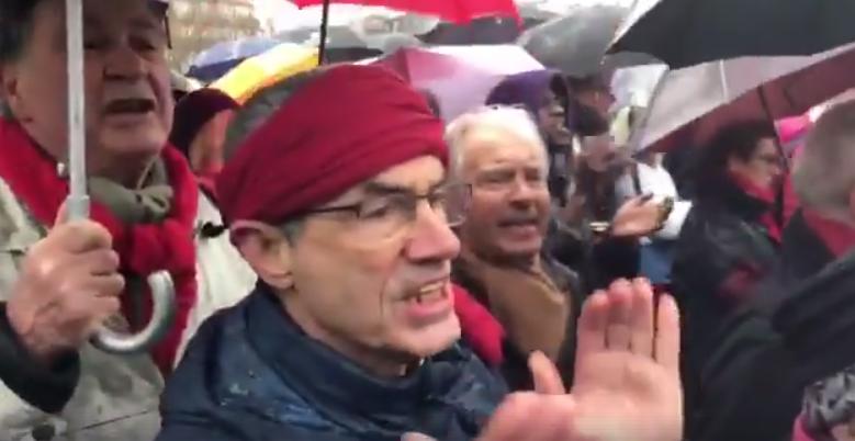 dernières tendances de 2019 mode recherche de véritables VIDEO. « Merci la police » chantent les Foulard Rouges aux ...