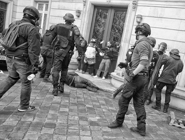 Un acte 19 plutôt calme sous présence militaire — Gilets jaunes