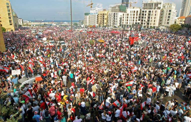 Une chaîne humaine contre la classe politique — Liban