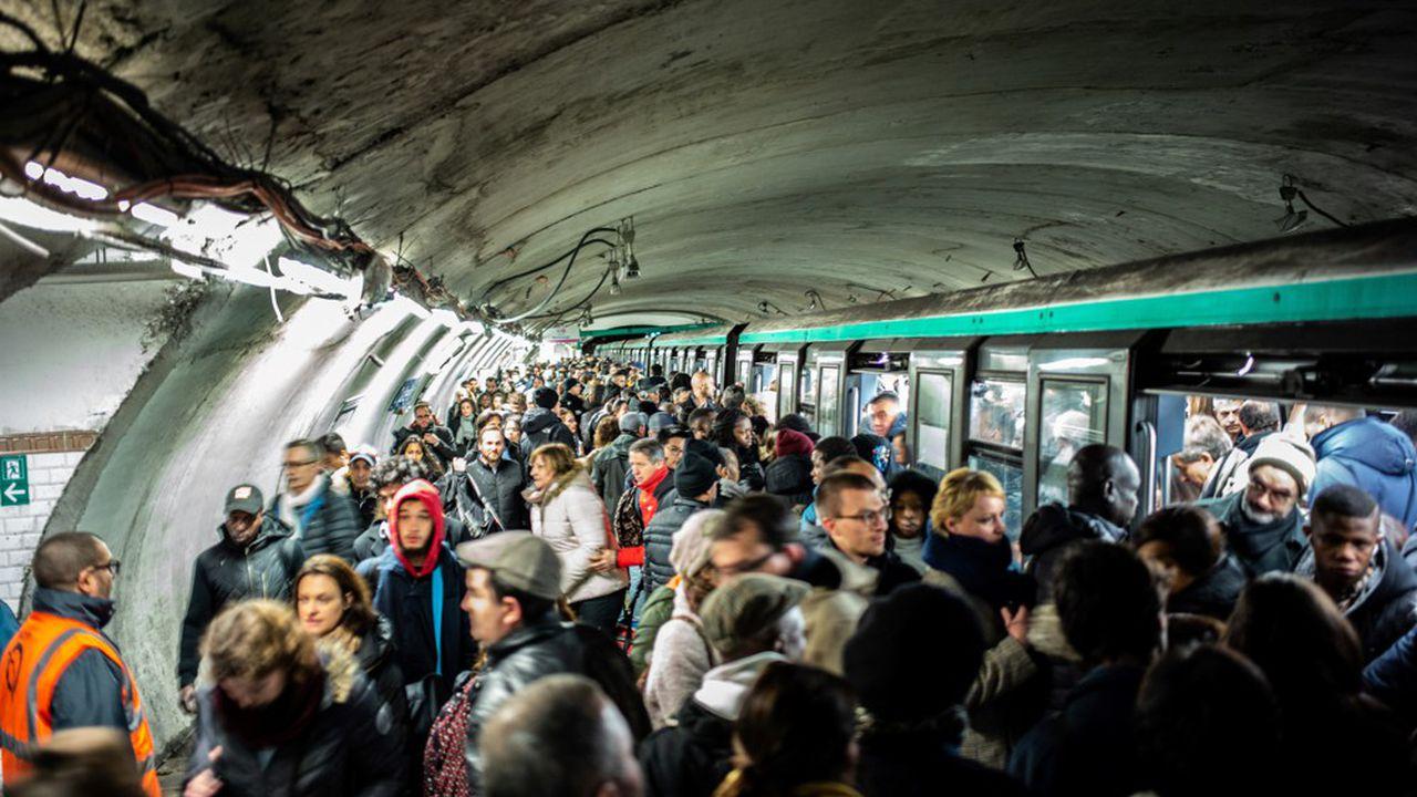 Une conductrice de métro violemment prise à partie par des grévistes — RATP