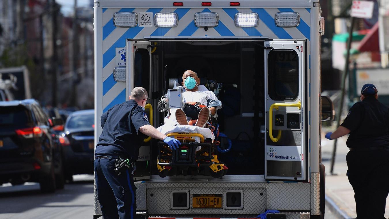 100 corps en décomposition dans des camions — Coronavirus