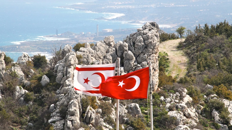 Élection à Chypre-Nord : le dirigeant sortant favori face au candidat d'Ankara