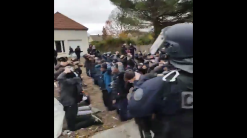 « Voilà une classe qui se tient sage » : la vidéo révoltante des 146 lycéens interpellés à Mantes-la-Jolie