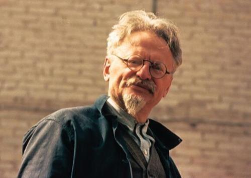 Léon Trotsky : « Il est bon que Notre-Dame existe. »