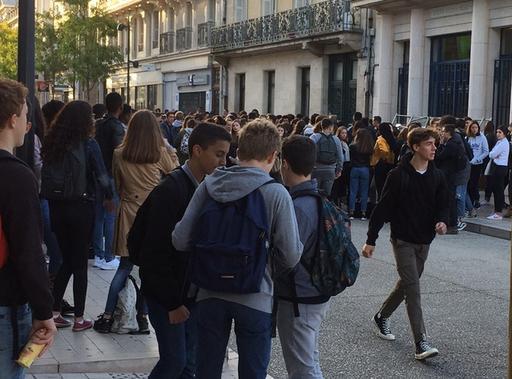 Poitiers. Dépôt de bus bloqué, blocus du Lycée Victor Hugo