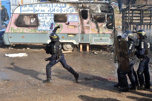 Calais brûle quand on expulse les migrants