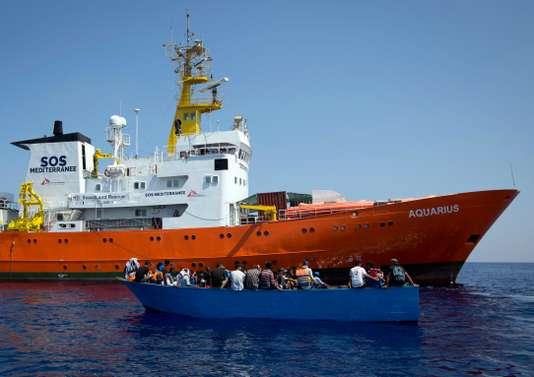 Le navire humanitaire « Aquarius » et les 600 réfugiés à son bord rejetés par l'Italie et Malte