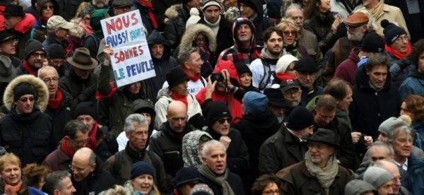 VIDEO. « Baltringue », les Foulards rouges insultent Rémy Buisine journaliste de Brut en direct