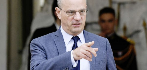 Blanquer envisage de sanctionner les parents d'élèves violents