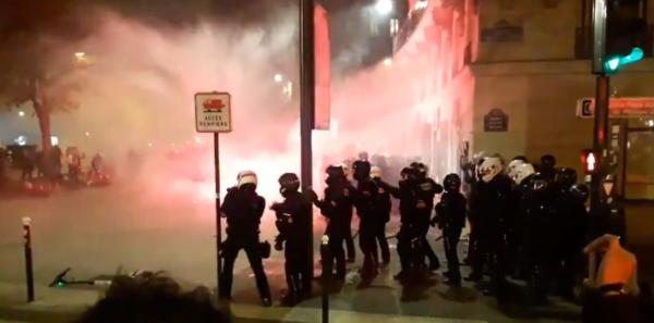 Paris : la BRAV sème la terreur à Nation pour disperser la manifestation