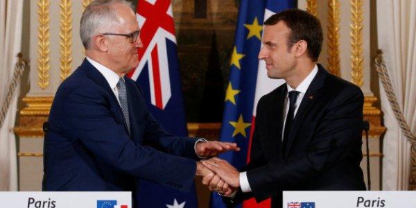 Alors qu'en France les travailleurs défilent pour le 1er mai, Macron s'affiche en Australie