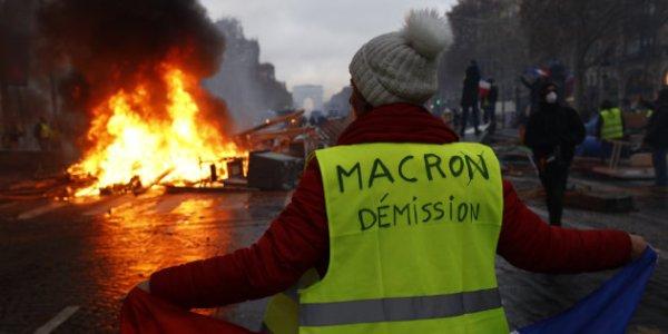 Macron répond aux gilets jaunes par une nouvelle opération de communication