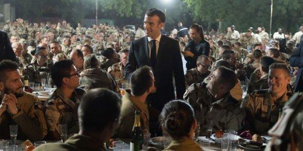 Macron fête Noël avec les militaires au Tchad, loin des Gilets Jaunes