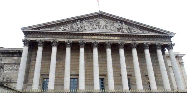 L'Assemblée adopte le délit de dissimulation du visage et l' interdiction administrative de manifester