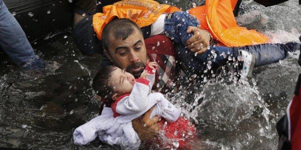 L'UE retire ses navires militaires au large de la Méditerranée : le drame des migrants va encore s'accentuer