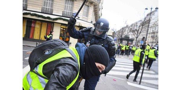 Militants, Gilets jaunes, lycéens, sans-papiers interpelés : s'organiser face à la répression généralisée