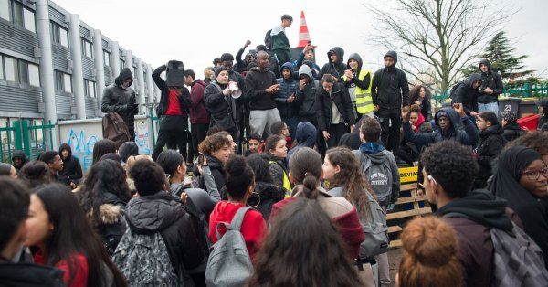 Ivry. 3 lycéens mis en examen pour un tag : la répression du mouvement lycéen se poursuit
