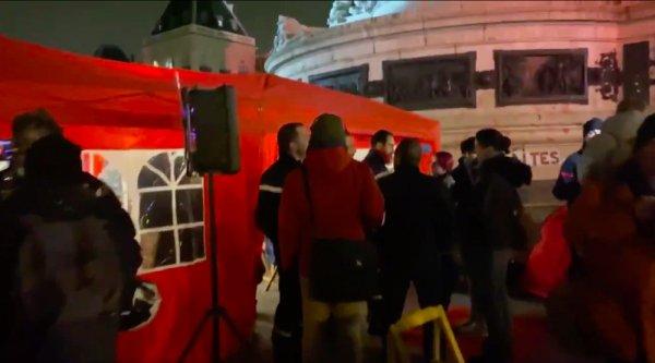 VIDEO. Les pompiers préparent le 5 décembre en occupant la Place de la République