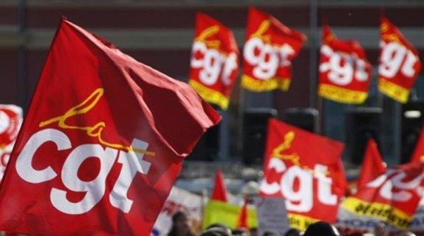 Manif' CGT en voiture interdite contre l'ouverture d'un Géant Casino le 1er mai à Annonay