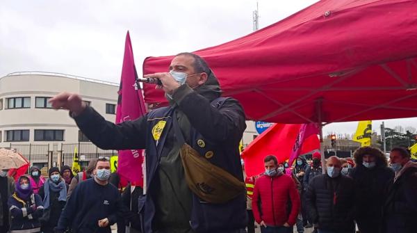 300 personnes devant le tribunal de Cergy pour exiger la réintégration de Gaël !