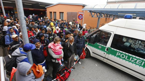 Migrants. Après les larmes, Merkel montre ses dents