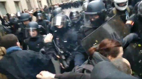 VIDEO. Grave. La police a tiré au LBD à bout portant