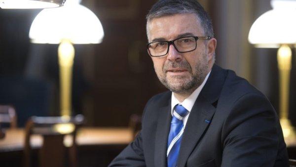 Dans une tribune au Monde, Bertrand Pancher, député UDI, appelle à aller jusqu'au bout contre les cheminots