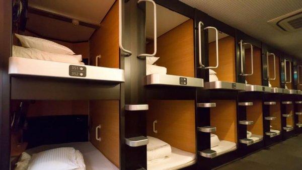 Barcelone : des logements « capsules » de 2,4 mètres carrés pour les précaires