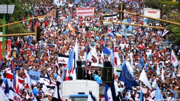 Grève illimitée au Costa Rica : le gouvernement appelle à une table de négociation pour désamorcer la grève