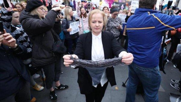 Irlande. Un homme accusé de viol acquitté : selon la défense la victime était consentante car elle portait un string
