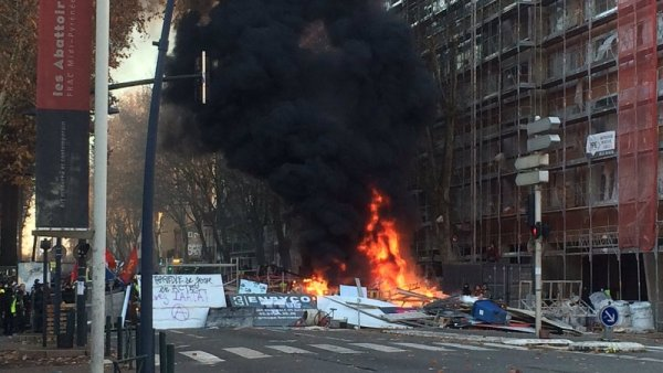 Direct. Des barricades se dressent à Toulouse contre la répression