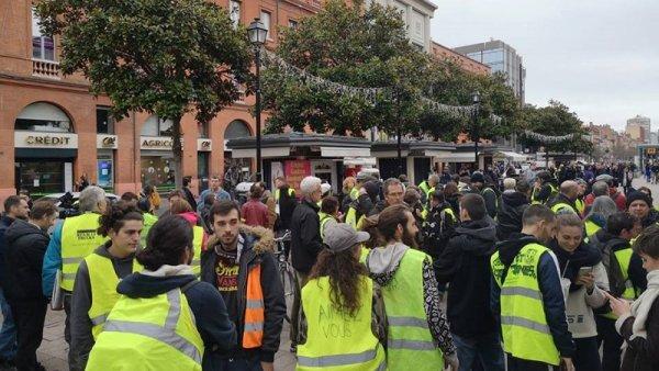Toulouse. Les Gilets Jaunes se rassemblent en hommage aux morts et blessés du mouvement
