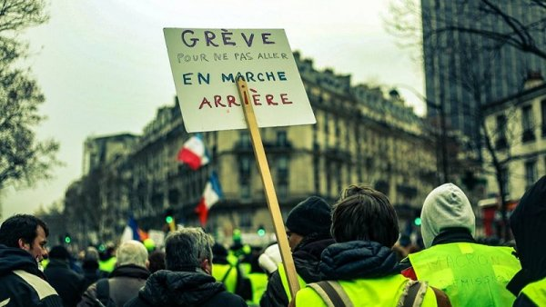 Grève Générale pour une augmentation générale des salaires et des pensions !