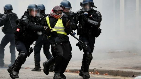 Marine Le Pen votera... la loi « anti-casseurs » avec Macron ! Du côté des Gilets jaunes, vraiment ?