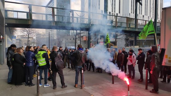 Rassemblement en soutien à Lynda, cheminote menacée de licenciement
