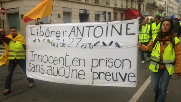 """Gilets jaunes : """"Antoine a passé son 100eme jour d'incarcération. Nous ne ferons pas de gâteau pour ce triste jour."""""""