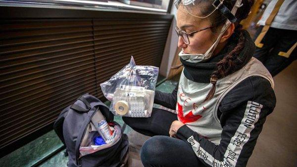 """""""J'avais peur de mourir"""". Mélissa, 18 ans, street-médic violemment matraquée par des CRS à Nice"""
