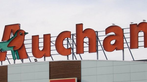 Auchan vend dans sa chaîne polonaise des sacoches portant une croix gammée
