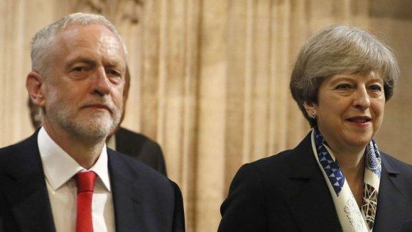 Corbyn aux côtés de Theresa May pour sauver le Brexit
