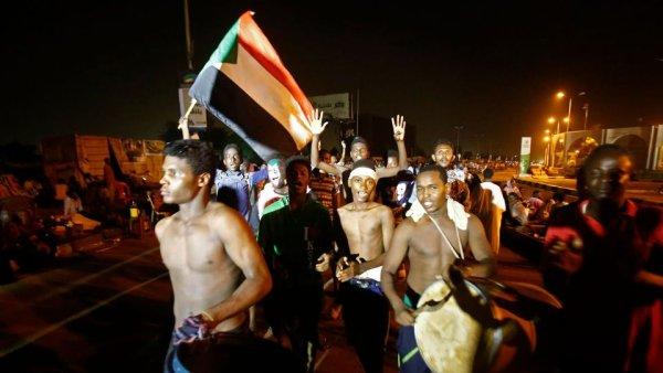 Soudan : La mobilisation se poursuit à Khartoum, les tensions entre les deux camps augmentent et la répression de la junte se fait sentir