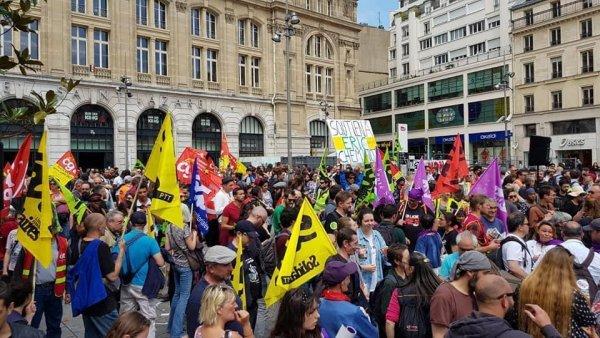 Manifestation nationale des cheminots à Paris contre la réforme ferroviaire et la souffrance au travail