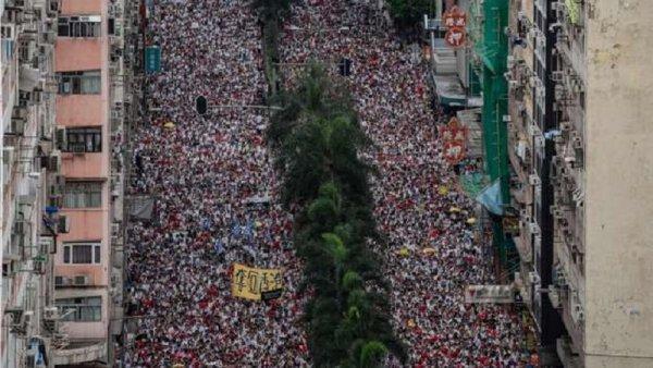 Un million de manifestants à Hong Kong en défense des droits démocratiques