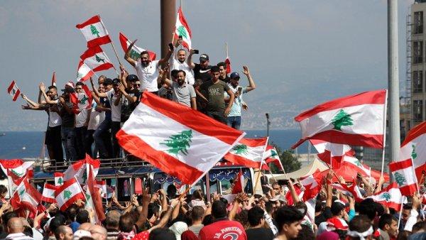 Liban : Sous la pression de la rue, le gouvernement recule