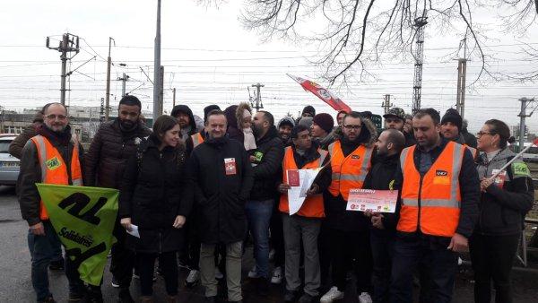 « Le but c'est de ne laisser personne sur le côté » : au triage SNCF du Bourget, une caisse de grève par et pour les grévistes