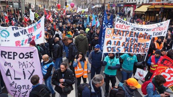 A Paris, grosse détermination du cortège RATP-SNCF en tête de manifestation malgré la forte répression