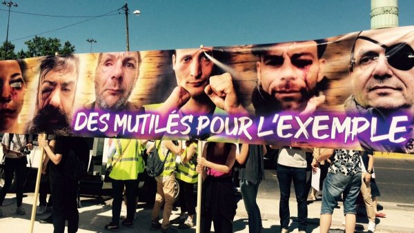 Au Havre, un policier perd un doigt. Et des manifestants perdent des mains et des yeux
