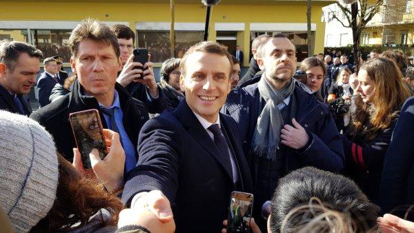 A Mulhouse pour parler « séparatisme », Macron forcé d'aborder emploi et enfance
