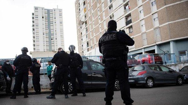 Une semaine de confinement, 5 morts suite à des contrôles policiers