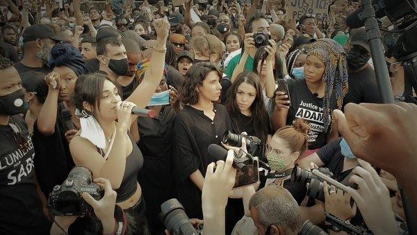 VIDEOS. Rassemblement pour Adama : de nombreux artistes viennent apporter leur soutien
